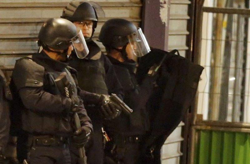 Giliran Massa Polisi Berunjuk Rasa, Kompak Melemparkan Borgol ke Tanah - JPNN.com