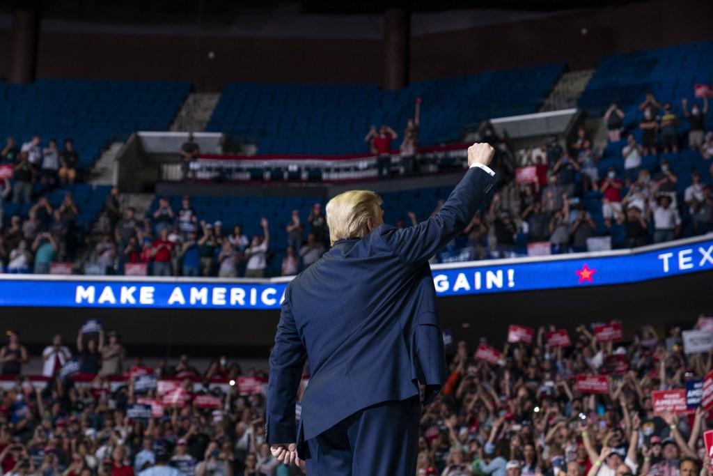Kampanye Perdana Donald Trump di Masa Pandemi Sepi Peminat - JPNN.com