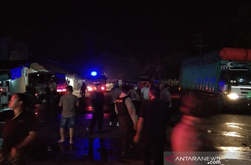 Unjuk Rasa Tolak TKA di Sultra Hingga Tengah Malam, Rusuh - JPNN.com