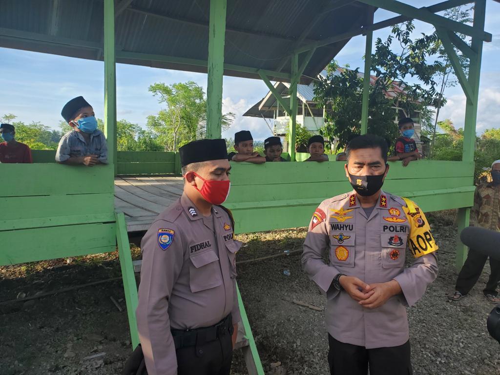 Kisah Inspiratif Polisi Dermawan: Sumbangkan Gaji, Bangun Rumah Pintar untuk Warga - JPNN.com