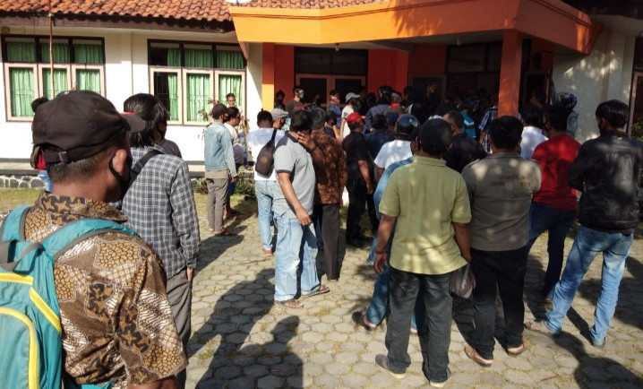 Kantor KPU Indramayu Dirusak Pendukung Salah Satu Bacabup, Anarkistis - JPNN.com