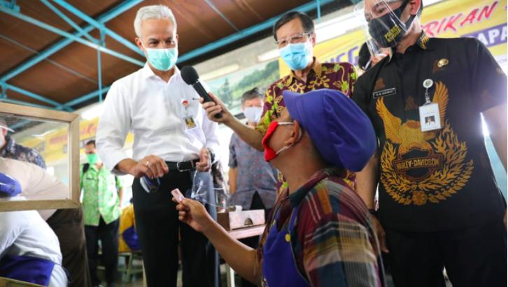 Patuh Terhadap Protokol Kesehatan di Tempat Kerja, Endang dapat Hadiah dari Pak Ganjar - JPNN.com