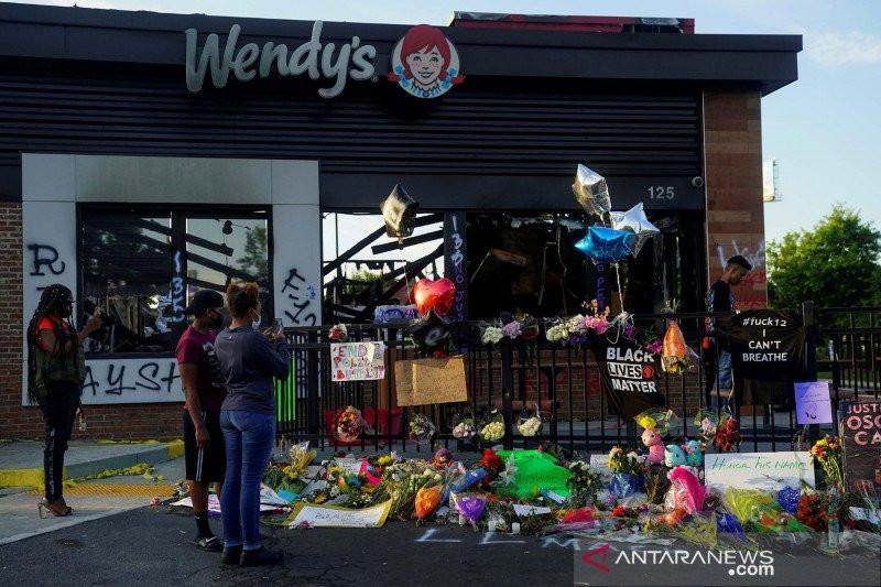 Bunuh Pria Kulit Hitam, Polisi Rasis Bebas setelah Bayar Jaminan Rp 7 Miliar - JPNN.com