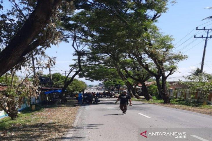 Warga Kembali Blokir Jalan di Madina, Ternyata Ini Penyebabnya - JPNN.com