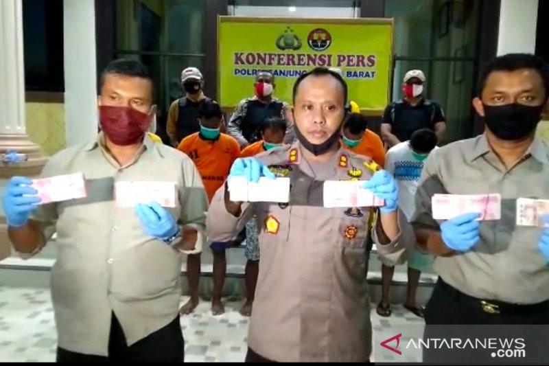 4 Orang Ini Menyimpan Uang Ratusan Juta Rupiah, Ada Skenario Baru - JPNN.com