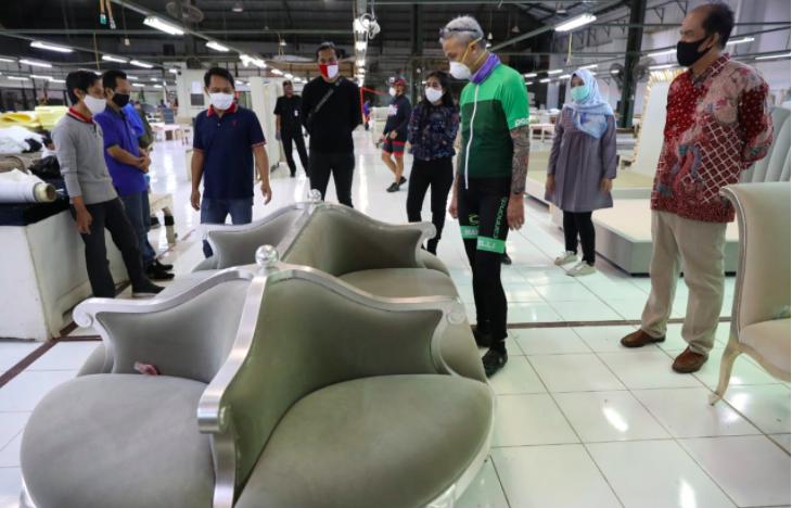 Pak Ganjar Takjub Perusahaan Furnitur di Bangunan Tua itu Sudah Mendunia - JPNN.com