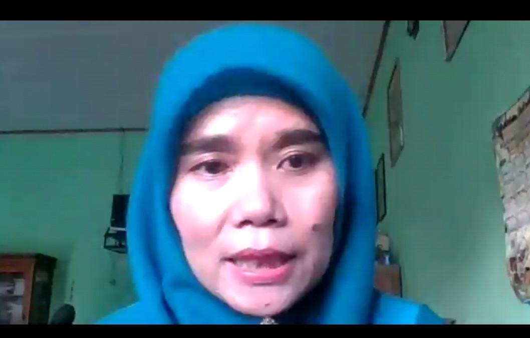 Aktivis BEM UNS Menyampaikan Pengumuman, Titi Honorer K2 Kecewa Berat - JPNN.com