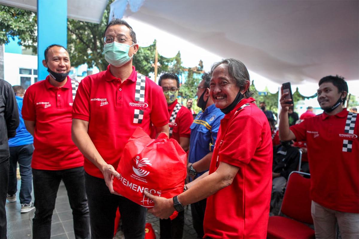 Mensos Distribusikan 1.000 Paket Sembako Untuk Pekerja Otomotif - JPNN.com