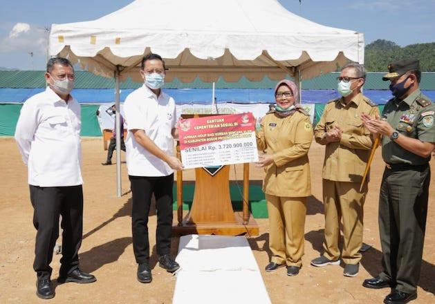 Datangi Korban Longsor di Kabupaten Bogor, Menteri Ari Realisasikan Janji Presiden Jokowi - JPNN.com