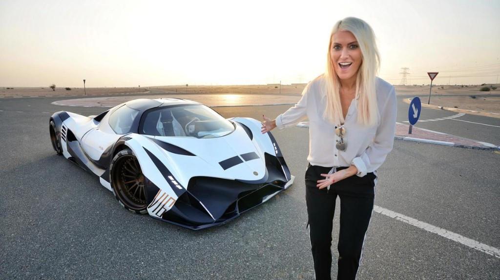 Konsisten Review Supercar, Penghasilan Wanita Ini Bikin Takjub - JPNN.com