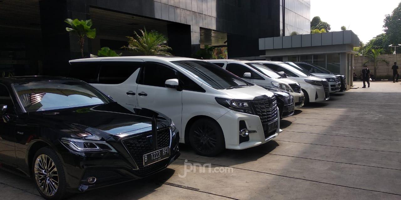 Ketika Parkiran KPK Dipenuhi Mobil Mewah Para Wakil Rakyat - JPNN.com