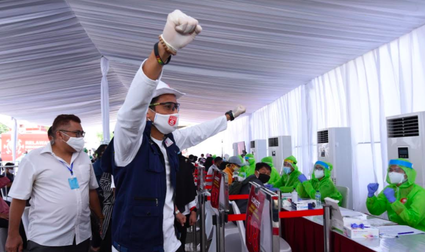 Sandiaga Uno Gelar Rapid Test di Sarinah Bersama Sukarelawan EP Jokowi - JPNN.com
