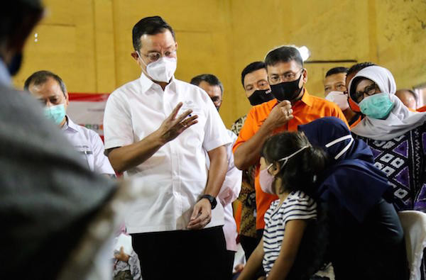 Tinjau Penyaluran BST di Sukabumi, Mensos: Semoga Bisa Menggerakkan Ekonomi Masyarakat - JPNN.com
