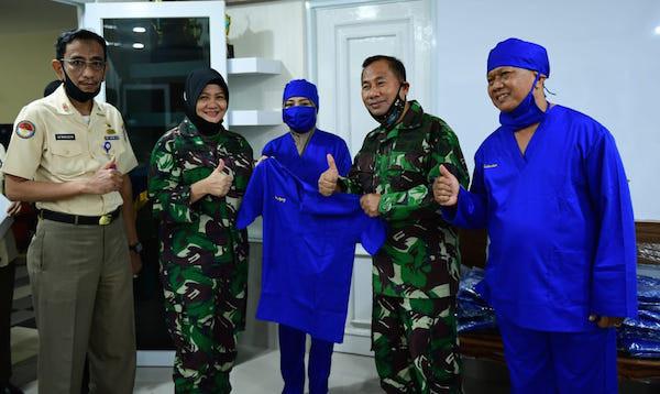 Keren! Prajurit Kowal dan Korpri TNI AL Berikan Bantuan APD - JPNN.com