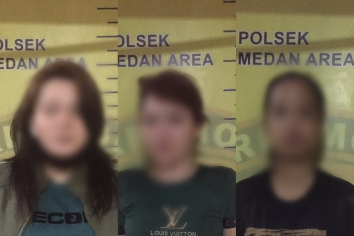 Tiga Wanita Ini Tepergok Saat Asyik Berbuat Terlarang di Sebuah Rumah - JPNN.com