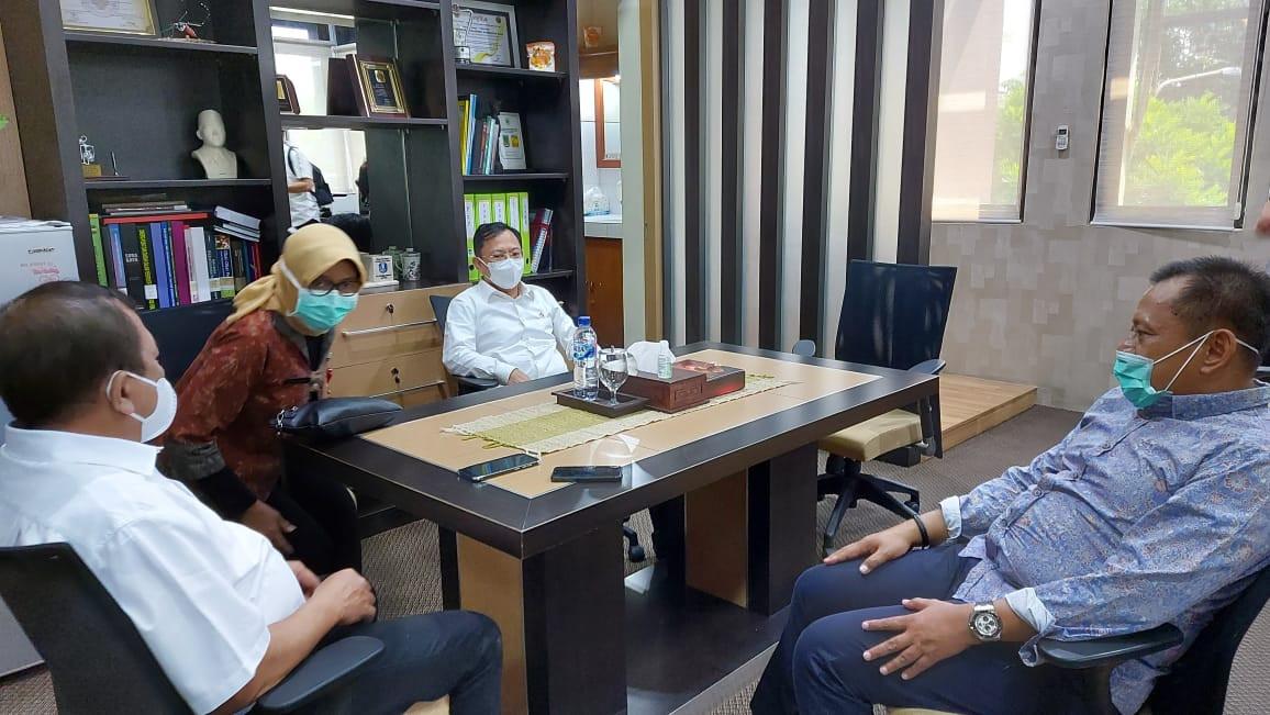Redam Lonjakan Penyebaran Covid-19, Menkes Terawan Berkantor di Surabaya - JPNN.com