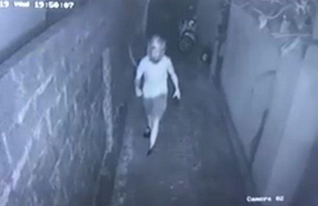 Hmmm, 2 Bule Berbuat Dosa di Indekos Wanita, Terekam CCTV - JPNN.com