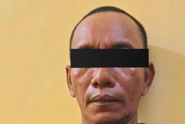Usai Membacok Tetangga, Kamsuri Menyerahkan Diri ke Polisi - JPNN.com