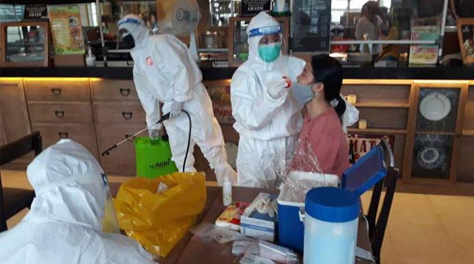 SPG Mal Positif Covid-19, Makanan Dimusnahkan Saat Karyawan Swab Test - JPNN.com