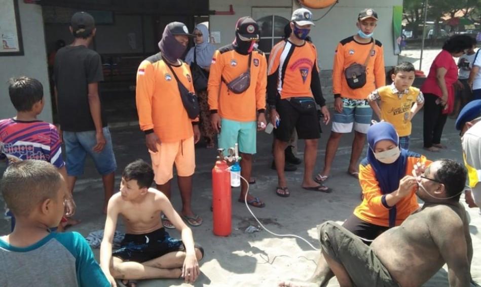 Pantai Parangtritis Diserang Ubur-Ubur, Ratusan Orang Terluka - JPNN.com
