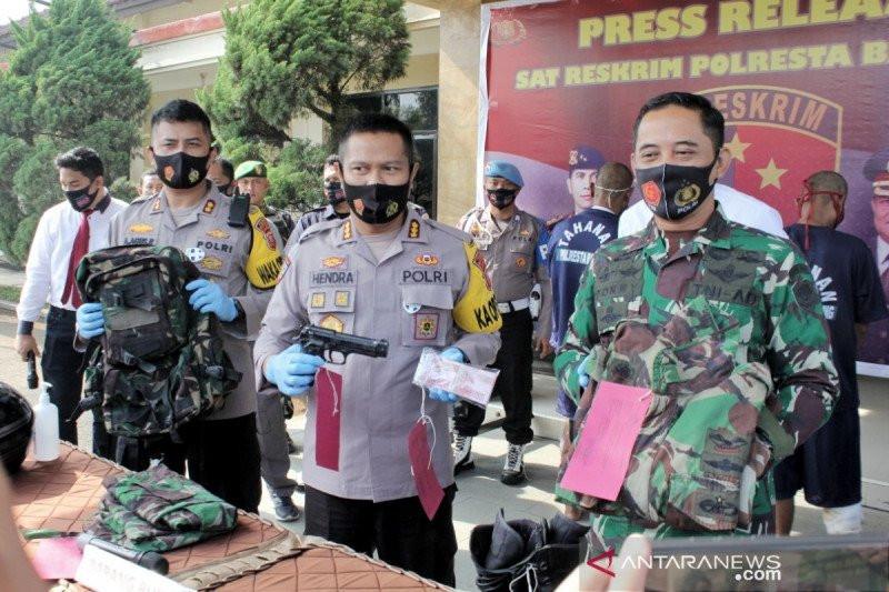 Dua TNI Gadungan yang Kerap Memalak Sopir Truk Akhirnya Ditangkap - JPNN.com