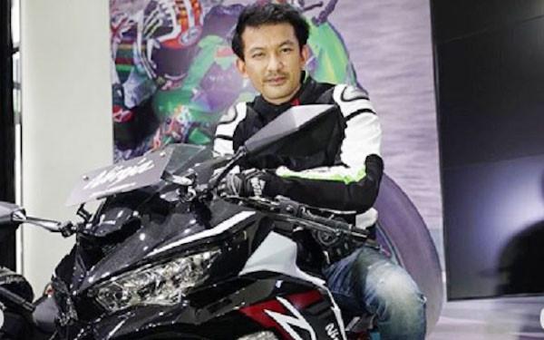Rio Dewanto Kepincut Kawasaki Ninja ZX-25R, Pilih Warna Apa Ya? - JPNN.com