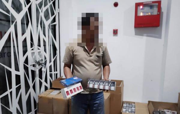 Bea Cukai Menindak Pengedar Ratusan Ribu Batang Rokok Ilegal, Nih Fotonya - JPNN.com