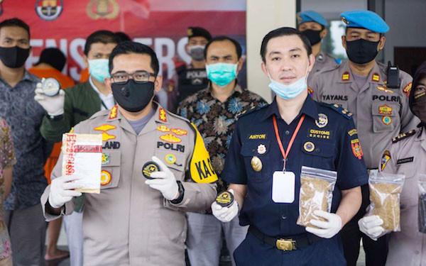 Bea Cukai dan Polri Berhasil Ungkap Industri Rumahan Tembakau Sintetis - JPNN.com