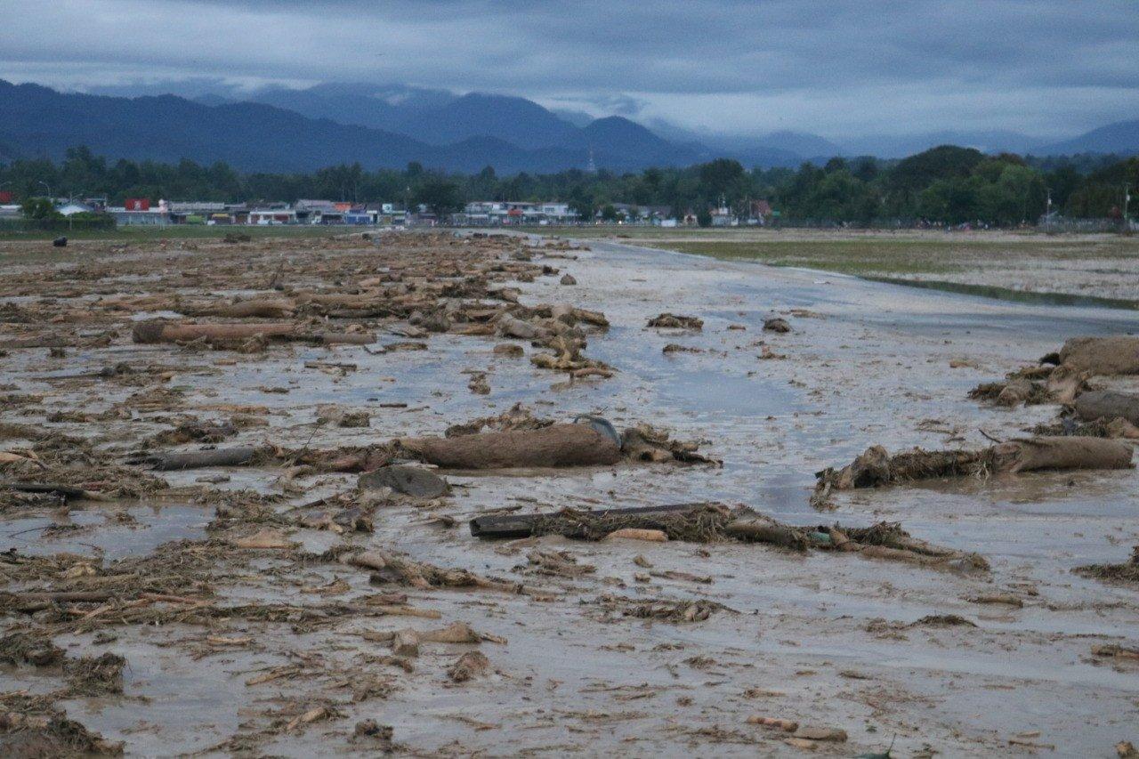Banjir Bandang Masamba: Pagar Bandara Rusak, Runway dan Rumah Dinas Terendam Lumpur - JPNN.com