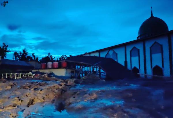 Tempuh 18 Jam Perjalanan, Tim Emergency Response Human Initiative Akhirnya Tiba di Lokasi Banjir Bandang - JPNN.com