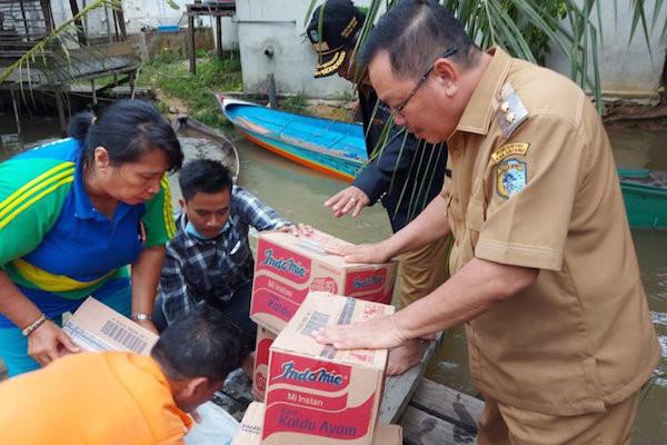 Bupati Jarot: Pemerintah Membantu Ribuan Warga Korban Banjir di Sintang - JPNN.com