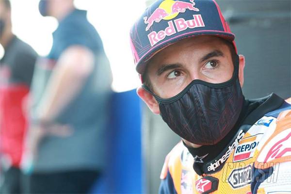 Lihat Detik-Detik Marquez Jatuh Sampai Patah Tulang di MotoGP Spanyol - JPNN.com