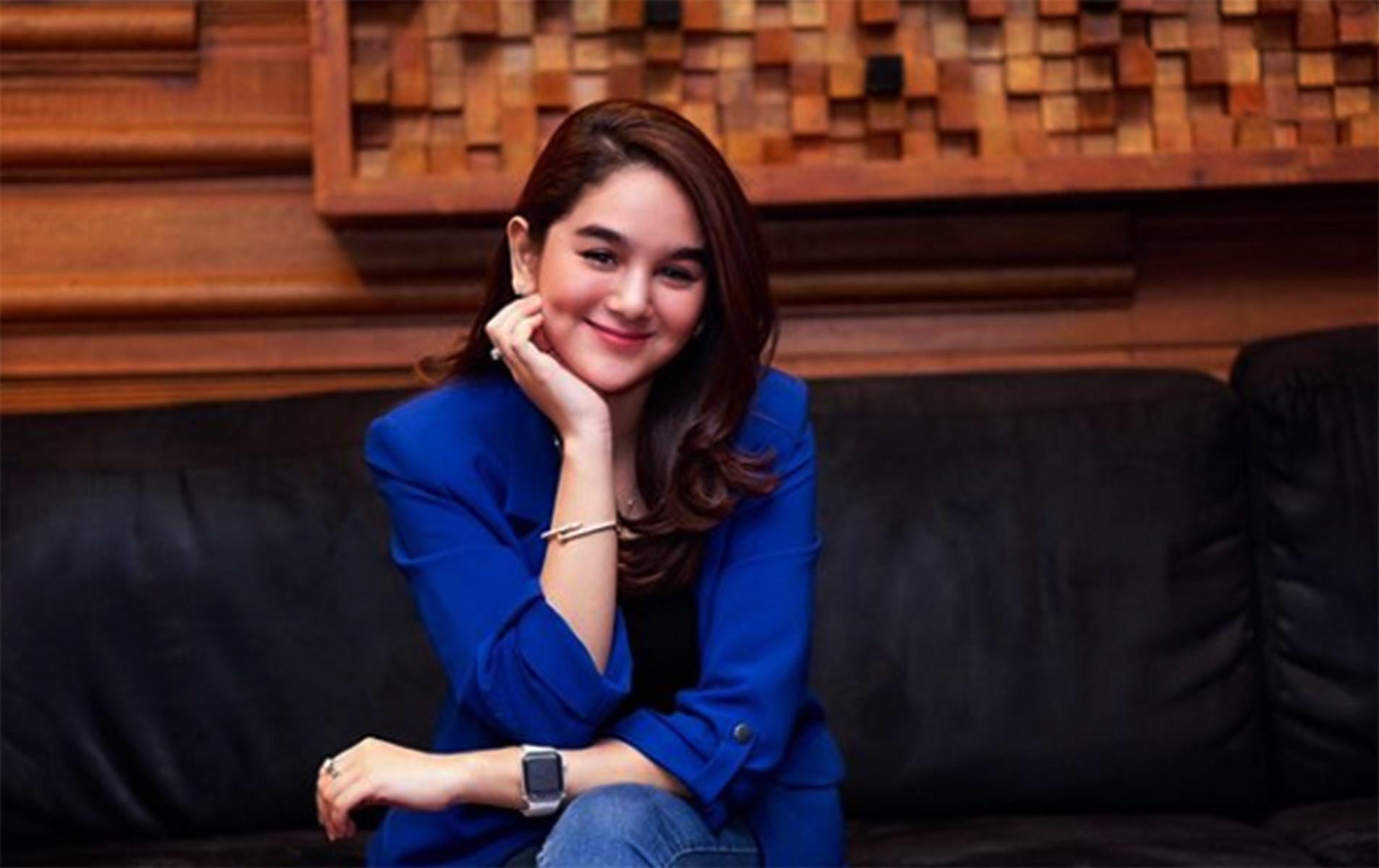 Tak Peduli, Hana Hanifah Tersenyum - JPNN.com
