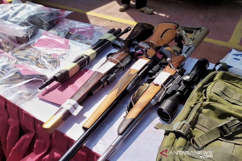 Warga Ambon Serahkan 106 Pucuk Senjata Api, Azis Syamsuddin: Saya Apresiasi Sikap Sukarela Masyarakat - JPNN.com