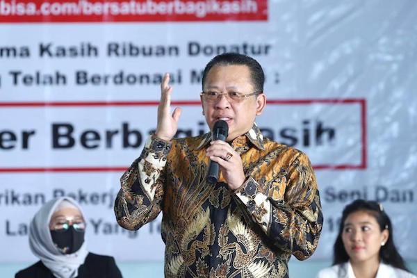 Bamsoet Serahkan Bantuan Ratusan Paket Sembako Kepada Komunitas Pekerja Seni - JPNN.com