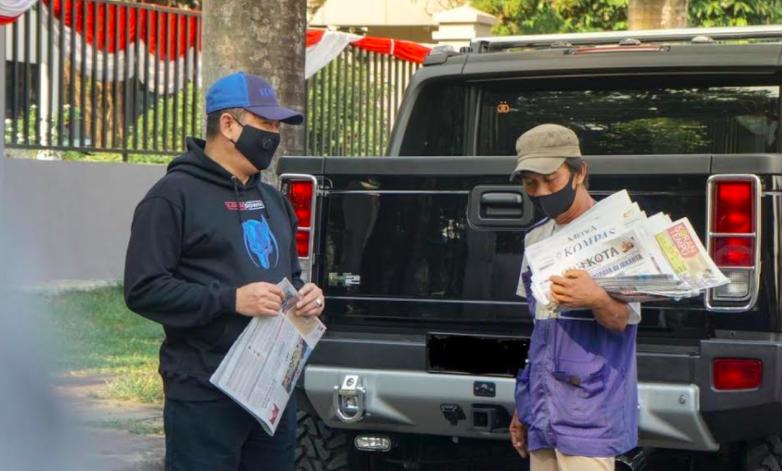 Kisah Perjuangan Loper Koran yang Terlupakan di Masa Pandemi Corona, Tetap Semangat... - JPNN.com