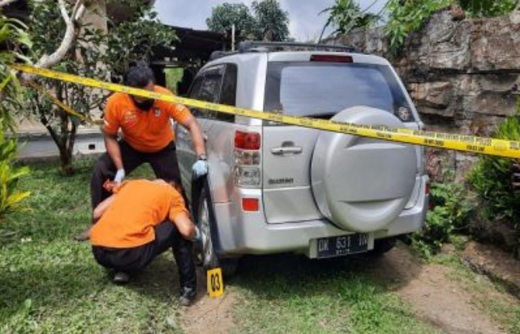 Mobil Keluar Garasi, Brakk, Bayi Terlindas, Ada yang Berceceran - JPNN.com