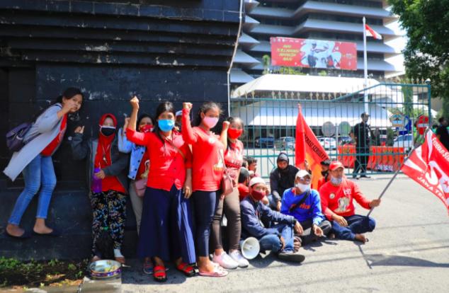 Ganjar Menegur Demonstran yang Tak Menerapkan Protokol Kesehatan - JPNN.com