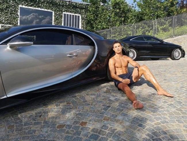 Cristiano Ronaldo Beli Bugatti Berbanderol Selangit Usai Bawa Juventus Juara Liga Italia - JPNN.com