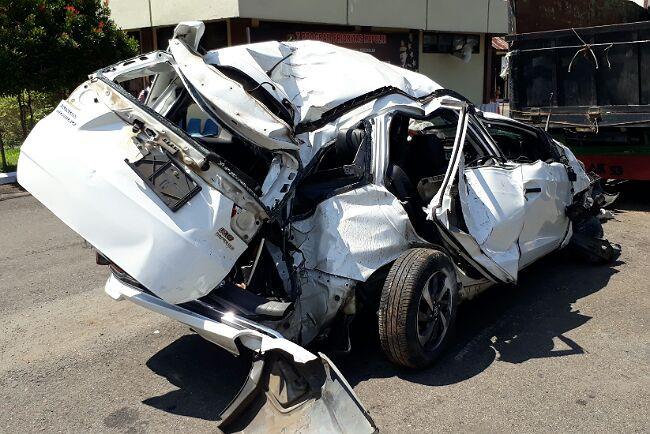 Honda Mobilio Tabrak Pagar Gerai ATM BNI, Dua Orang Tewas, Lihat Mobilnya - JPNN.com