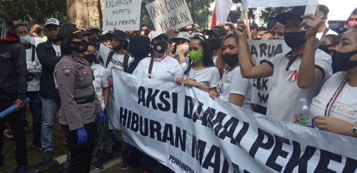Pemkot Bandung Didatangi Wanita-wanita Cantik, dari Tempat Spa Sampai Karaoke - JPNN.com
