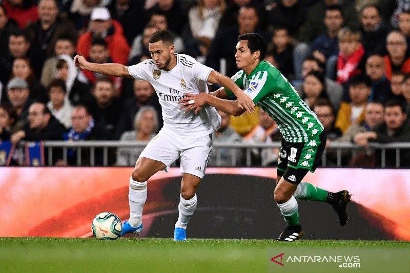 Liverpool Incar Bek Aljazair Menggantikan Posisi Dejan Lovren - JPNN.com