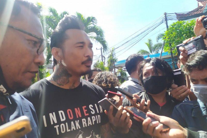Istri Jerinx SID: Dia Tidak Dijemput Paksa oleh Polda Bali - JPNN.com