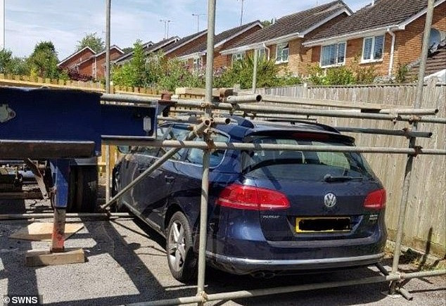 Gara-gara Masalah Ini, Volkswagen Passat Dikurung Tetangga Dalam Pipa Besi - JPNN.com