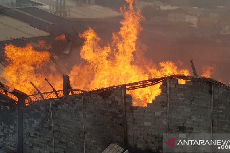 Pabrik Mebel di Cakung Terbakar - JPNN.com