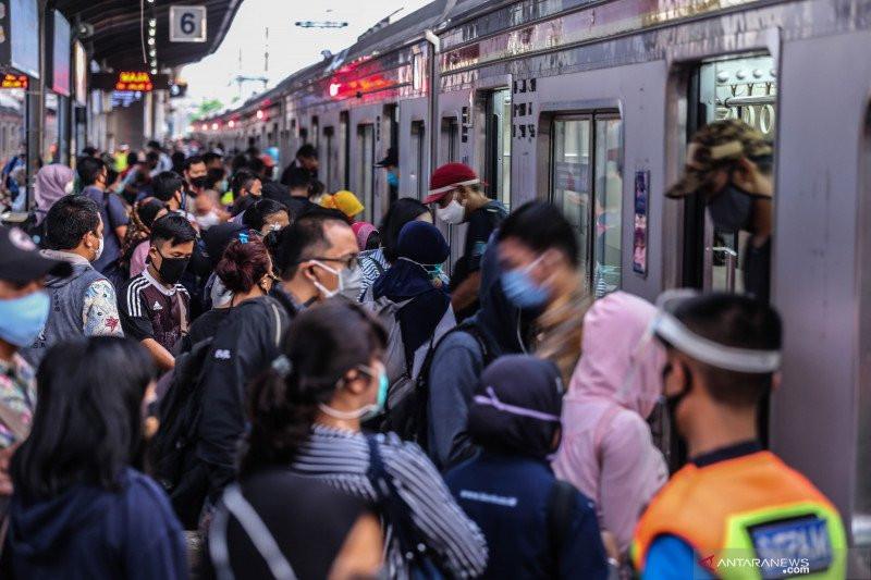 KCI Buat Penyekatan di Stasiun Tanah Abang - JPNN.com