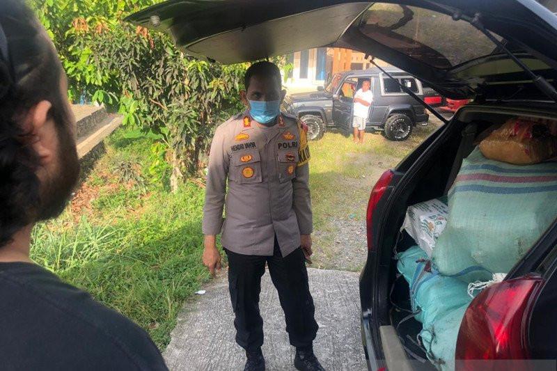 Mobil Minibus Kecelakaan, Tak Disangka Isinya Mengejutkan, Sopir dan Penumpang Kabur - JPNN.com