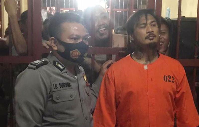 Beredar Foto Jerinx SID Kenakan Baju Tahanan, Lihat Nih Gayanya - JPNN.com
