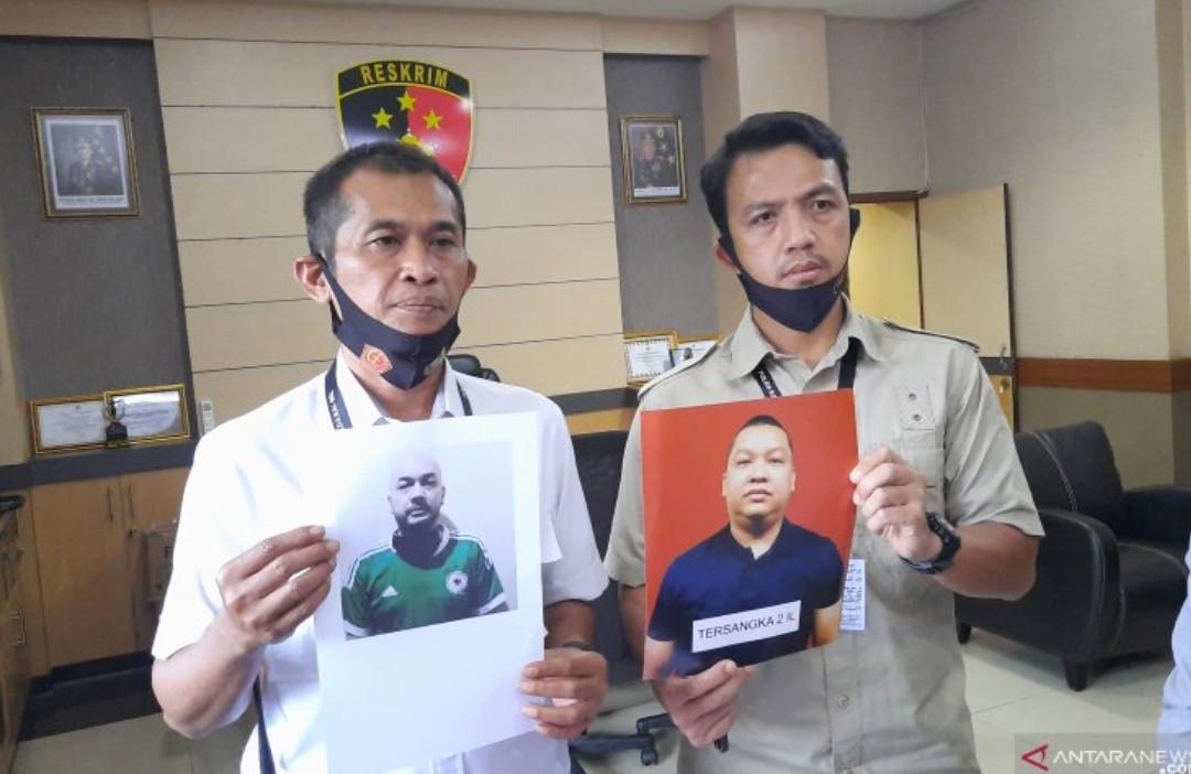 Bermodal Foto Bersama Petinggi Polri, IR dan IL Bisa Raup Miliaran Rupiah - JPNN.com