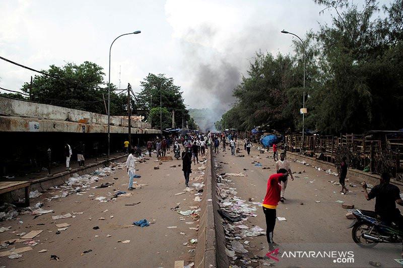 Situasi Memanas, Ribuan Warga Turun ke Jalan, Tuntut Presiden dan Rezimnya Mundur - JPNN.com